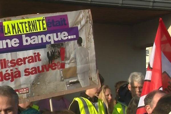 18 février 2019- Une des pancartes des manifestants rassemblés devant le centre hospitalier de Bernay pour accueillir la ministre de al Santé