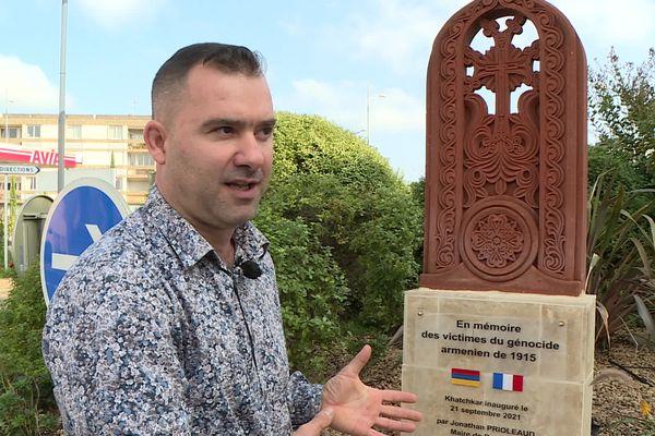 Ce Katchkar rend hommage aux victimes du génocide arménien, mais aussi à celles des autres génocides à travers le monde