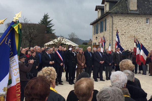 De nombreux élus et représentants des collectivités étaient présents (le maire Jean-Michel Teulière porte l'écharpe tricolore)