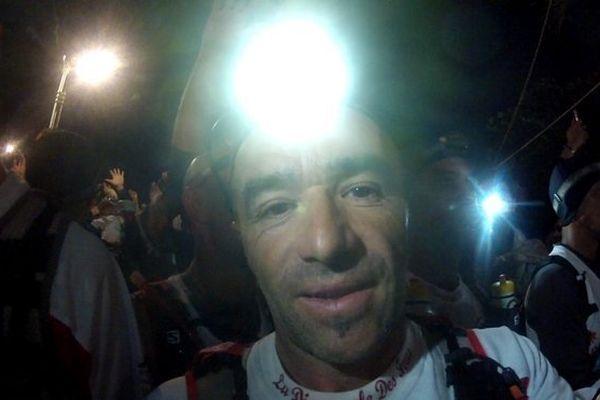 Denis Clerc, journaliste à France 3 Languedoc-Roussillon, participe au grand raid de la diagonale des fous à La réunion