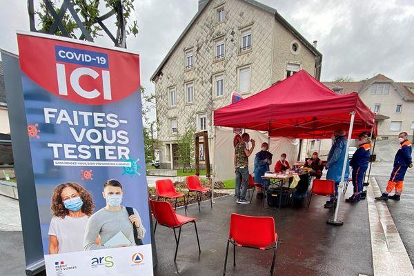 Neuf supporters vosgiens ont été testés positifs au variant Delta du coronavirus. La préfecture a décidé un renforcement des dépistages dans les Vosges, ici dans la commune du Thillot.
