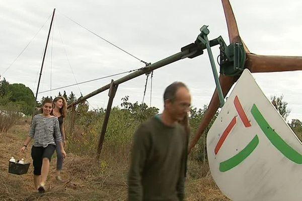 La réparation de l'éolienne Pygott avec des bénévoles