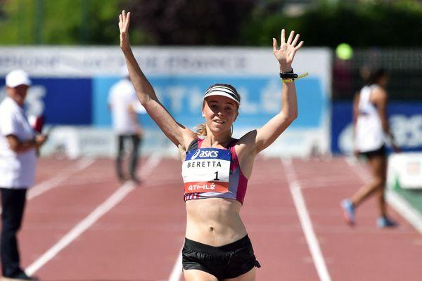 La Française Clémence Beretta à l'arrivée du 5000 mètres marche aux Championnats de France d'athlétisme Elite à Albi, le 7 juillet 2018.