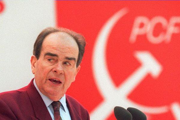 Photo datée du 26 janvier 1994 du Secrétaire général du Parti communiste Georges Marchais prononçant un discours, lors du 28ème Congrès du PCF.