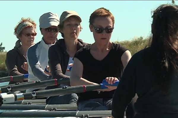 L'aviron est proposé aux femmes atteintes d'un cancer et adhérentes de l'association Etincelles - 9 mai 2017