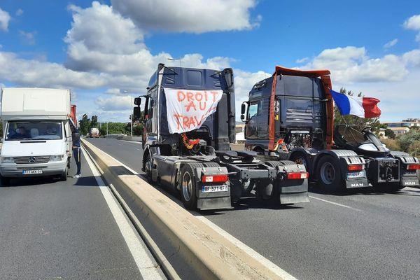 Les forains mènent une opération escargots en France notamment à l'entrée de Sète où le trafic est perturbé.