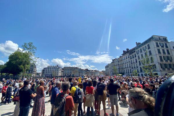 Plusieurs milliers de manifestants ont défilé à Bayonne contre l'extension du pass sanitaire.