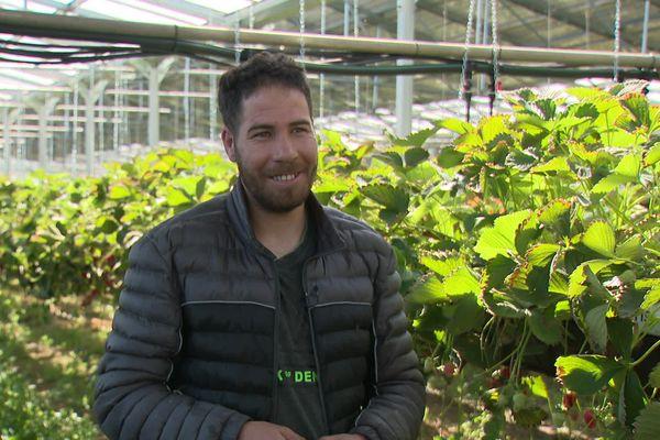 Abdel Allaoui, dans l'exploitation agricole à Vaunaveys-la-Rochette