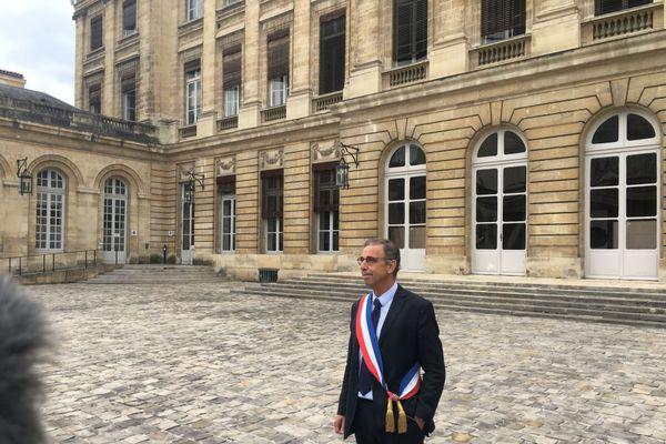 Pierre Hurmic, nouveau maire, fait son entrée à l'hôtel de ville