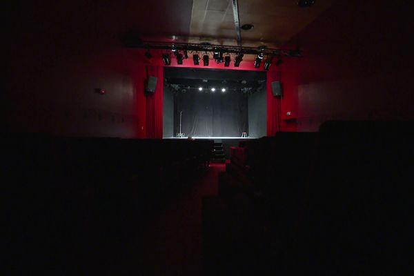 La scène du théâtre de la Comédie Odéon, dans le 2ème arrondissement de Lyon, ne sera pas foulée deux semaines de plus que prévue durant l'été 2021.