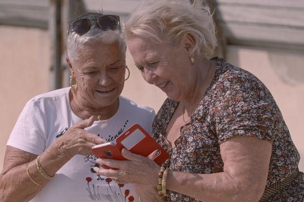 """Marie-France et Andrée, dans le documentaire """"Le temps d'aimer"""" de Coline Gros diffusé le 15 février 2021 sur France 3 Provence-Alpes-Côte d'Azur."""