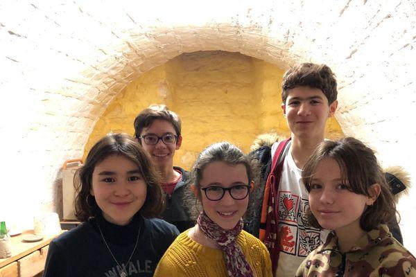 Les collégiens en tournage dans les sous-sols de l'ancien de l'hôpital Saint-Vincent-de-Paul