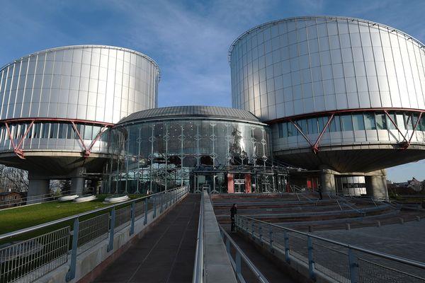 La Cour européenne des droits de l'homme est située à Strasbourg.