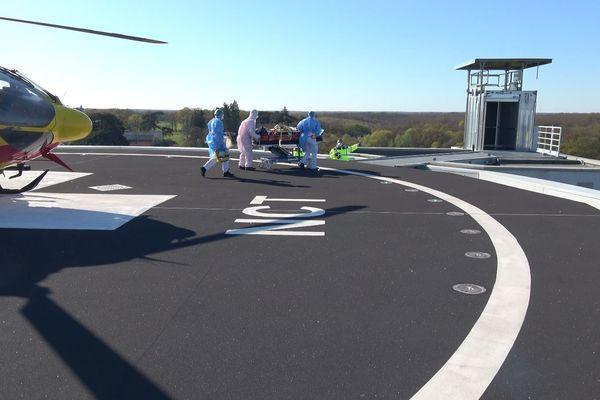 Un patient de l'hôpital Beaujon en région parisienne a été transféré ce mardi 31 mars à la Nouvelle clinique Tours plus-Saint Gatien en hélicoptère.