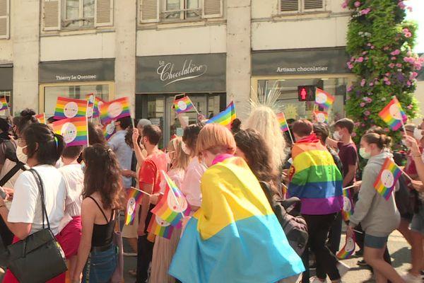 Le cortège de la 7e marche de l'égalité contre l'homophobie et la transphobie à Orléans samedi 12 septembre 2020.