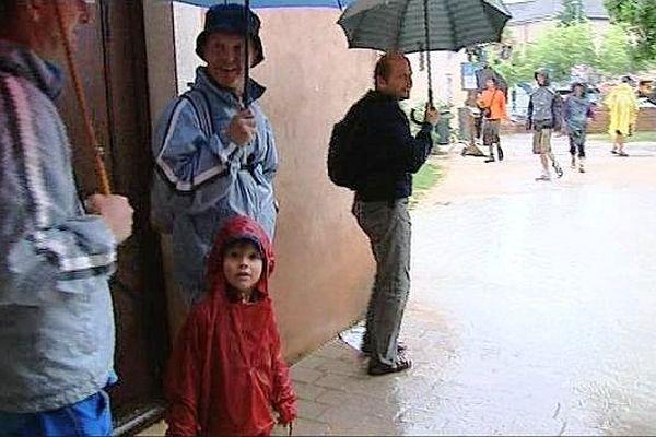 La pluie a perturbé le dernier du festival Chalon dans la rue 2013