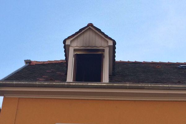 L'appartement situé au dernier étage d'une maison, au 7 rue de Saint-Dié à Schiltigheim, s'est entièrement embrasé.