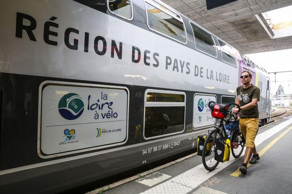 """Les nouvelles rames Régio 2N dites """"Jumbo Vélo"""" des régions Centre Val de Loire et Pays de la Loire accueillent les vélos des cyclotouristes de juin à septembre dans un compartiment spécial"""