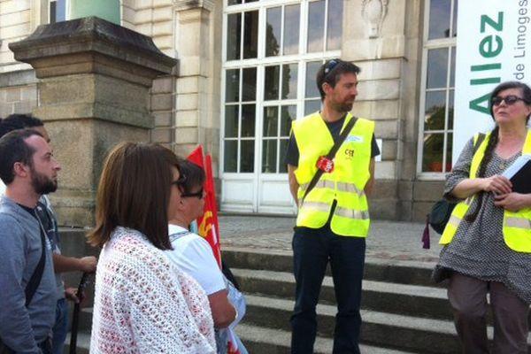 Virginie Ancelin, secrétaire générale CGT des employés territoriaux pour la ville de Limoges rendant compte de l'entrevue à la mairie.