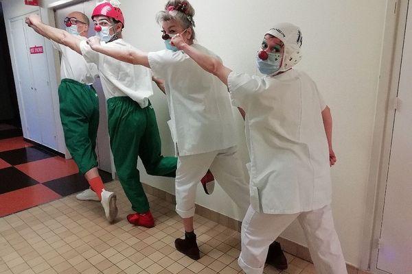 Anatole, Félix, Globule et Airbag de retour à l'hôpital.