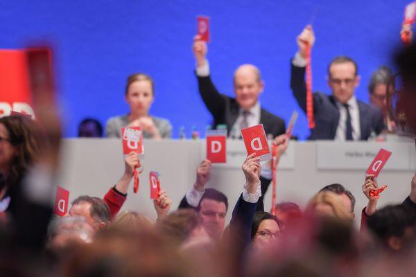 Vote pour la GroKo (coalition SPD-CDU) lors d'un congrès du SPD
