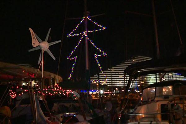 Les bateaux aussi s'illuminent pour les fêtes !