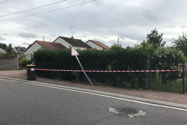 Lieu où le jeune homme de 17 ans a été percuté par une fourgonnette blanche, à Villemandeur (Loiret).