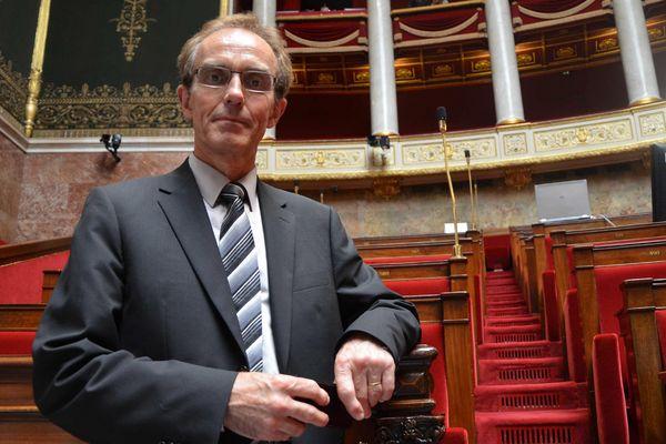 Paris, le 19/06/2012. Le député socialiste du Morbihan, Philippe Noguès prêt pour la photo officielle dans l'hémicycle.