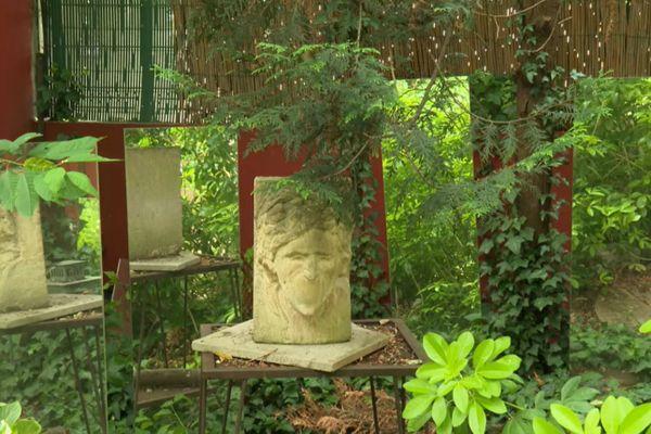 Sur 300 m2, les œuvres d'art se mêlent au végétal.