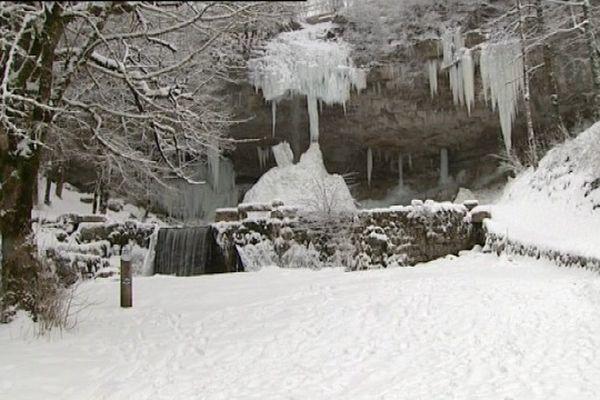 Les cascades du Hérisson gelées en février 2012