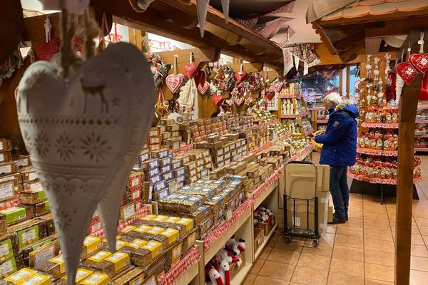 Dans les boutiques de l'entreprise, faute de touristes, il y a très peu de clients cette année