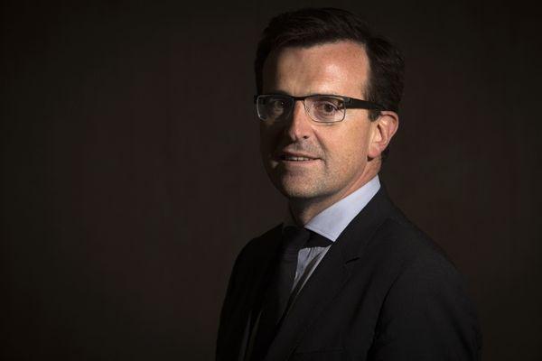 Frank Supplisson pose en mai 2014 après la reprise du groupe sidérurgique Ascométal.
