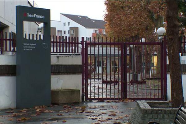 L'agression d'un enseignant a eu lieu dans une salle de classe de ce lycée professionnel de Bezons.