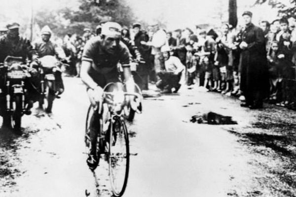 Charly Gaul au Col de Porte pour l'étape du 16 juillet 1958 entre Briançon et Aix-les-Bains.