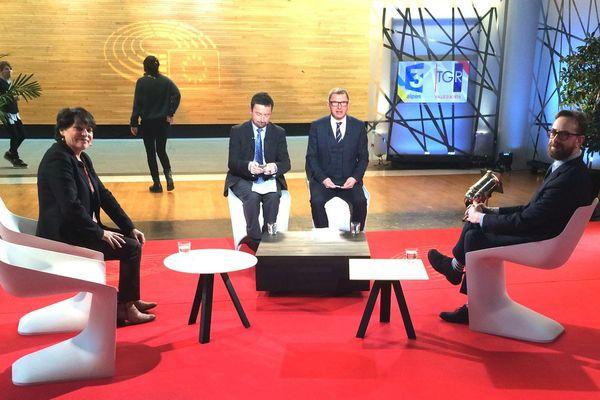Michèle Rivasi et Danièle Viotti sur le plateau de l'émission enregistrée au Parlement Européen