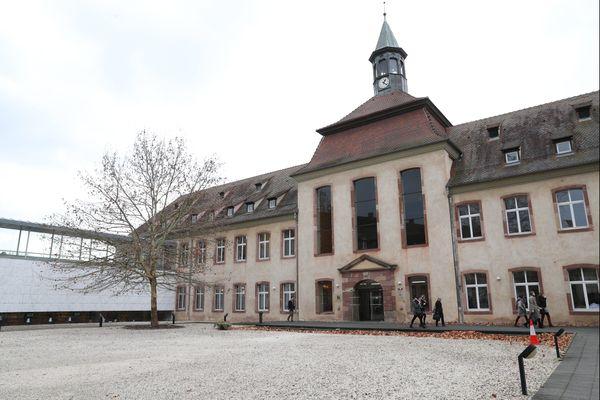 L'ENA (Ecole nationale de l'administration) pourrait bientôt être rebaptisée ISF pour Institut supérieur des fonctionnaires.
