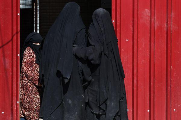 Des femmes du groupe Etat islamique détenues en Syrie (novembre 2019).