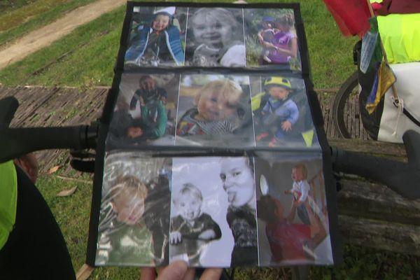 """Sur les photos, Maël tout sourire. """"Il était très joyeux, très ouvert"""" se souviennent ses mamans."""
