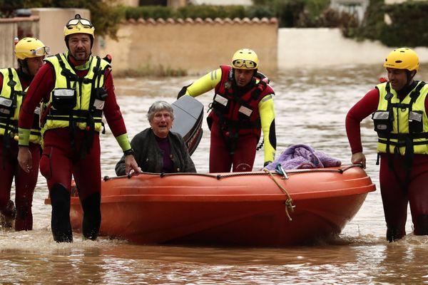 Villeuneuve-lès-Béziers - Des centaines d'habitants ont été évacués à l'aide de barques - 23.10.19