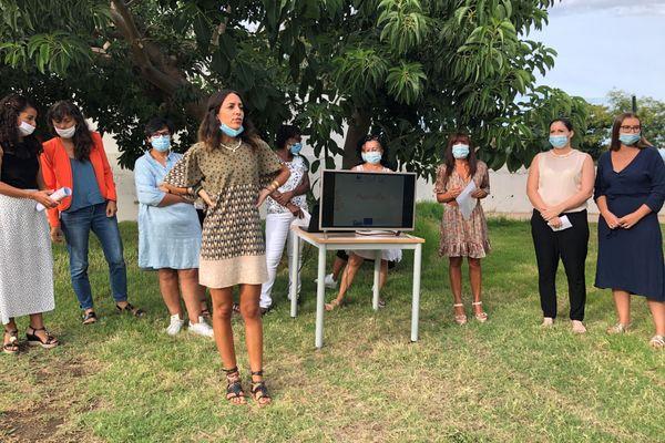 Les participantes de Passer'Elles derrière Laura Cesari, l'une des membres de A Prova, la coopérative insulaire qui les a encadrées durant la création du projet