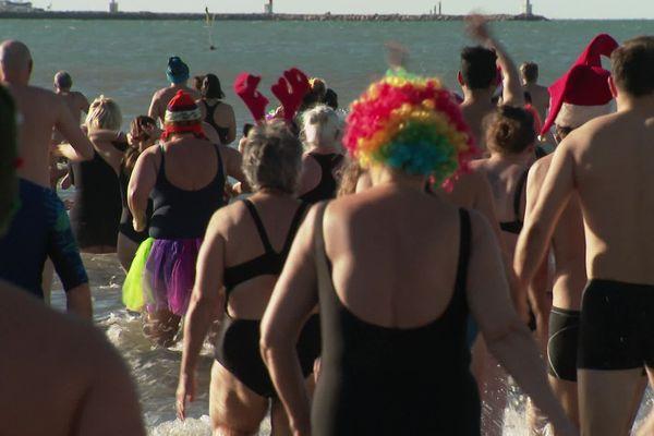 Le Grau-du-Roi - 200 baigneurs ont participé au traditionnel premier bain de l'année  - 05.01.20