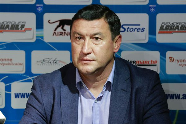 Viorel Moldovan n'est plus l'entraîneur de l'AJA. Il a quitté ses fonctions ce lundi 26 septembre 2016.