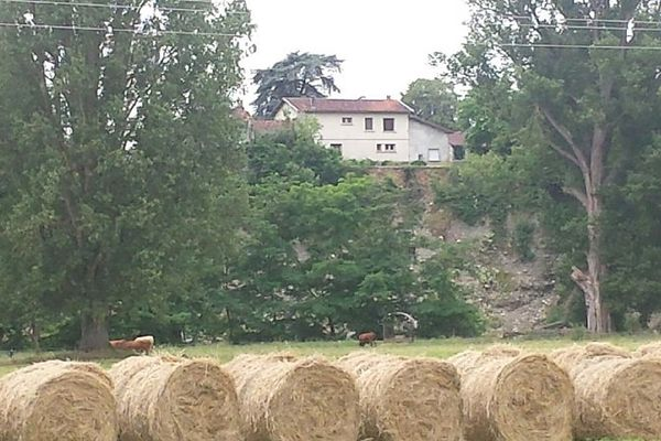 La maison se trouve désormais au bord d'un précipice de 20 mètres de hauteur.