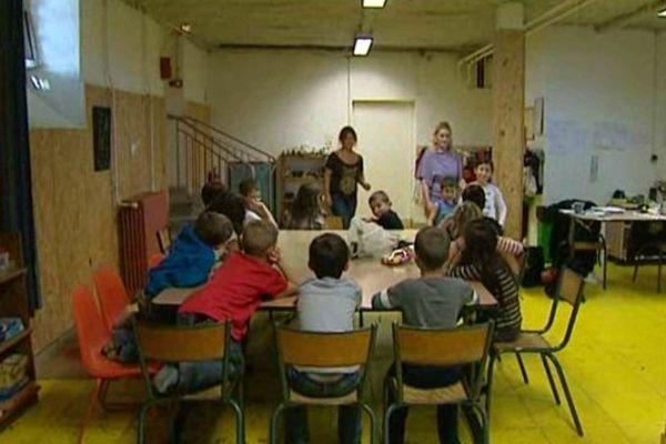 Le Centre d'Accueil des Demandeurs d'Asile de Bussières-et-Pruns est l'un des CADA du Puy-de-Dôme. Dans les locaux d'Emmaüs, il accueille et vient en aide à de nombreux demandeurs d'asile.