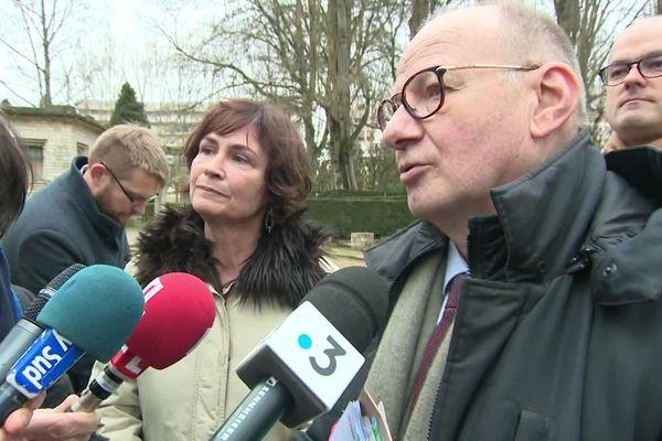 Maître Boulloud, l'avocat des parents d'Arthur Noyer, devant les journalistes ce jeudi 20 février 2020.