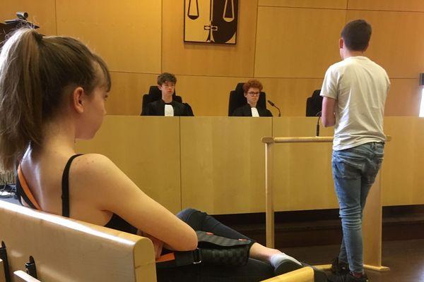 Des collégiens dans les rôles de victimes, prévenus, juges et avocats