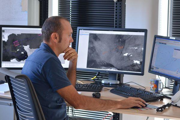 Jimmy Viard est l'un des quatre analystes radar chargés de la surveillance des icebergs pour le Vendée Globe depuis la station vigisat de CLS à Plouzané, dans le Finistère