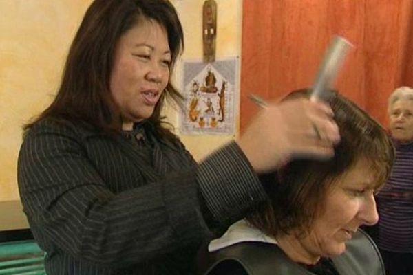 Douang Thepbouaheuang a ouvert son salon de coiffure mixte à Fabrègues, dans l'Hérault, grâce à ses clientes.