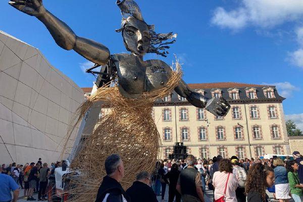 Une manifestation festive s'est tenue à Aurillac mercredi 18 août suite à l'annulation du festival des arts de la rue.