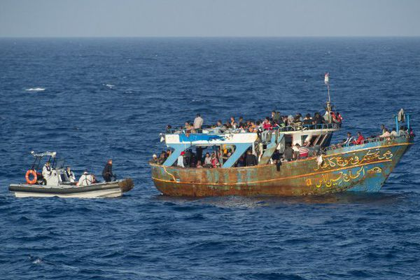 Une opération de secours menée par la Marine Nationale le 5 septembre 2015 dans le cadre de l'opération Triton, entre le sud de l'Italie et Malte.